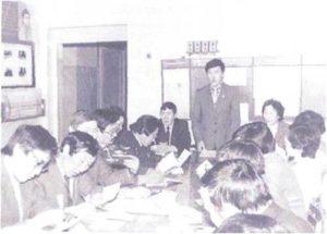 Выездное совещание в Ойской средней школе. Выступает А.А. Архипов