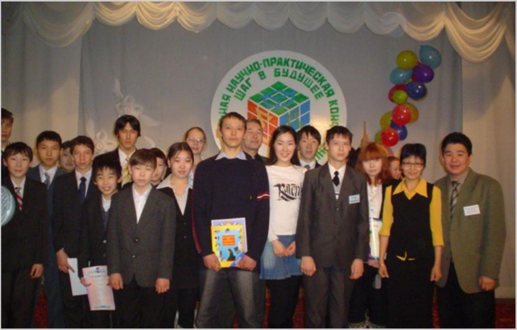 Команда Хангаласского улуса в региональной НПК «Шаг в будущее»  в Бердигестяхе 2005 г.